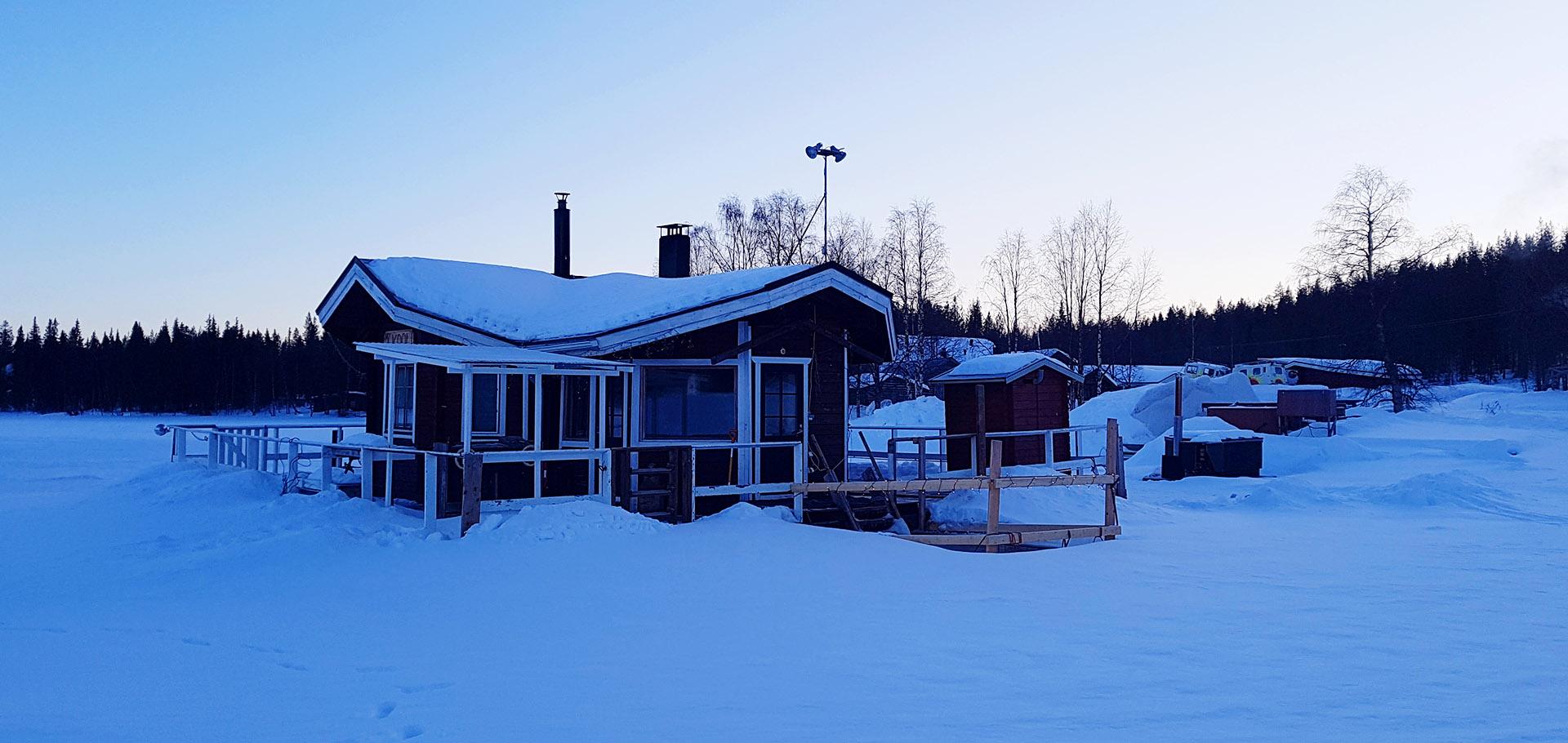 Laponia - sauna nad jeziorem